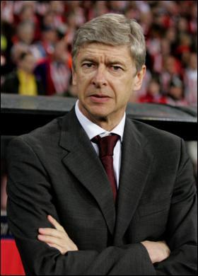 UTSKJELT: Arsenal-sjef Arsene Wenger fikk en skyllebøtte av Platini.