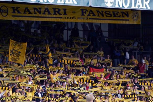 ATMOSFÆRE: Fotball er best på TV med mye farge og mye folk.