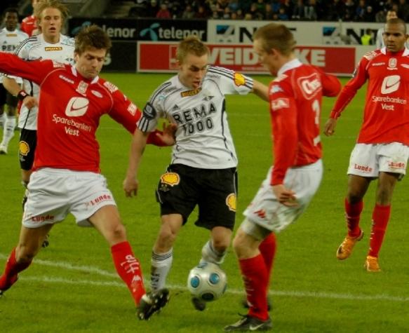 ÅRETS OVEGANG: Trond Olsen (i hvitt) var vinterpausens eneste store, norske overgang.