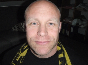 KANARIGUL FOTBALLPOLITIKER: Styremedlem i Norsk Supporterallianse, Vegar Hjermundrud, mener fotballe må tilbake til røttene.